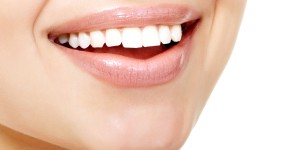 6 Commonly Available Foods That Naturally Whiten Your Teeth
